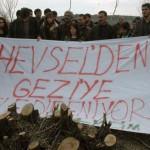 Diyarbakır'da 180 kuş türünün yaşadığı Hevsel Bahçeleri'nde binlerce ağacın kesilmesine halk tepki gösterdi