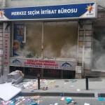 Şişli'deki AKP seçim bürosu imha edildi