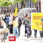 PKK dağ kadrolarını caddelerde el ele tutuşturarak kalabalık kitle imajı vermeye çalışıyor