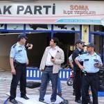 AKP'nin Soma İlçe Teşkilatı'nın camları kırıldı, mekan dağıtıldı