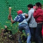 Meksika'da 43 öğrencinin öldürülmesini protesto eden eylemciler polisle çatıştı