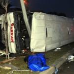 Gaziantep'te işçi minibüsü devrildi: Sürücü hayatını kaybetti, 13 işçi yaralandı