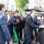 Davutoğlu'nu protesto eden 20 eylemci yaka paça götürüldü