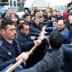 Antalya'da zabıta ile pazarcılar arasında arbede yaşandı