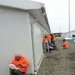 BOTAŞ işçileri yemekhane kirlenir gerekçesiyle yemeklerini dondurucu soğukta yiyor