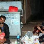 Karabük'ten Bursa'ya çalışmaya gelen aile çöpten yemek toplayarak yaşamaya çalışıyor