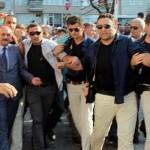 Foto – Bursa halkı şehit cenazesine gelen devlet yetkililerini kovaladı