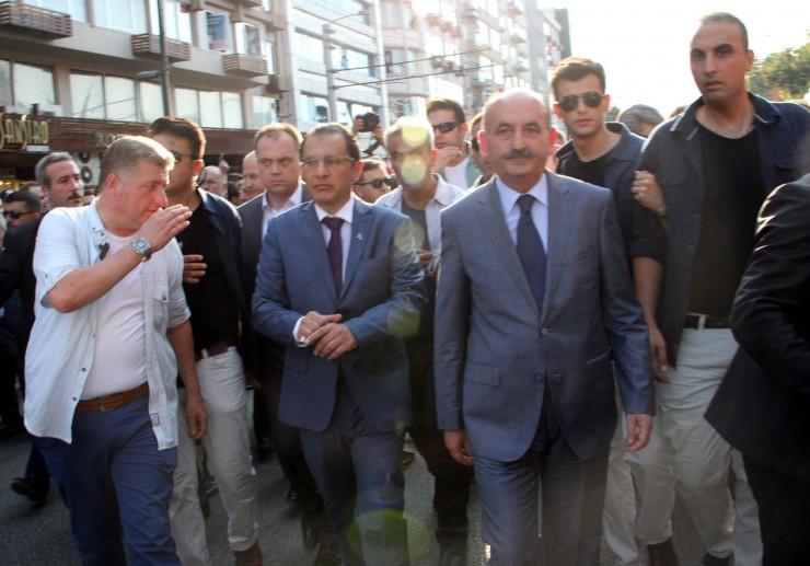 Saglik Bakani Mehmet Muezzinoglu, Siirt'te sehit dusen Jandarma Cavus Bahadir Aydin'in cenaze toreninde vatandaslar tarafindan protesto edildi.