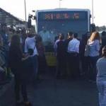 Metrobüste isyan: Halk yolu kapattı