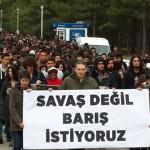 """""""Saray Savaş ODTÜ Barış İstiyor"""" sloganlarıyla yürüyüş yapıldı"""