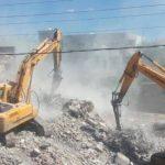 Cizre'de paletli kepçeler yıkıma başladı