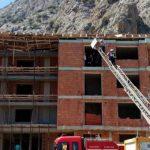 Antalya'da inşaatın çatısı çöktü: 3 işçi enkaz altında!